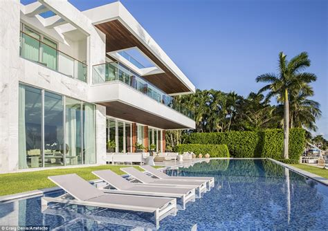 rihanna house music what a riri residence stylish miami beach house featured in rihanna music video could