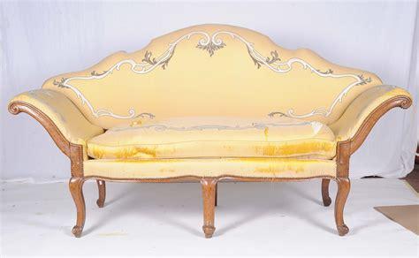 divano luigi xv divano luigi xv in noce con seduta e schienale imbottiti