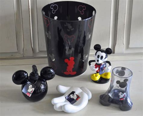 Mickey Mouse Themed Bathroom by Decorating With Mickey Mouse Bathroom Set