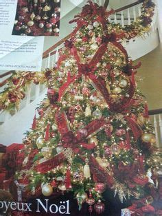 criss cross ribbon with bows on christmas tree criss cross ribbon instead of garland ideas ribbons criss cross and