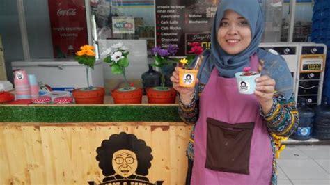 Pot Bunga Stick Es Krim Panjang unik es krim ini dikemas mirip tanaman di pot bunga kompas