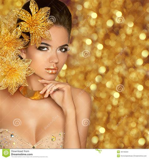 gold wallpaper models fashion beauty girl portrait isolated on golden christmas