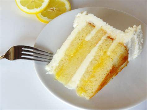 Madness Lemon Freeze lemon cake sports vape