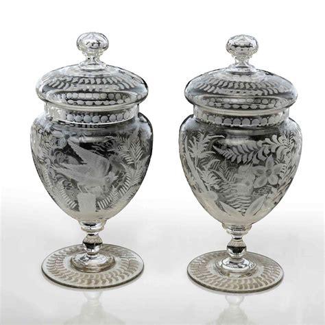 splendida coppia di vasi con coperchio in vetro finemente
