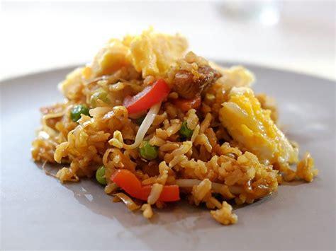 cara membuat omelet nasi goreng nasi goreng met reepjes omelet hoofdgerechten