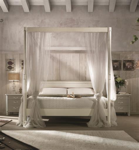 letto a baldacchino in legno letto matrimoniale a baldacchino tutto in legno letti a