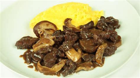 ricetta per cucinare il capriolo capriolo con funghi porcini ricette di cookaround