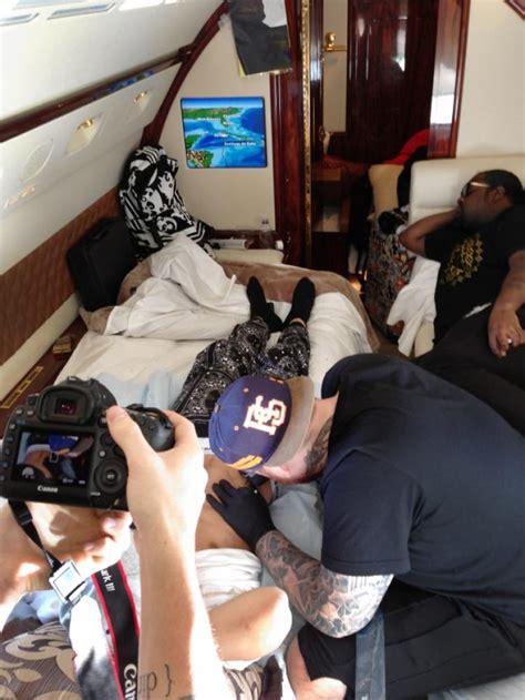 justin bieber tattoo plane justin bieber gets tattoos from bang bang during plane