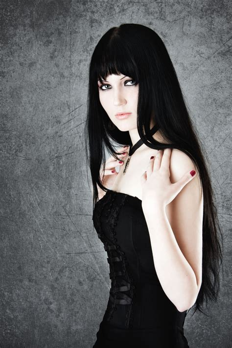 old goth bangs hairstyle liner lionesse beauty bar reviews