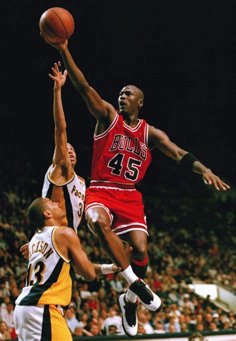 mark jackson guard nba hoops card chicago bulls guard michael jordan 45 flies to the hoop