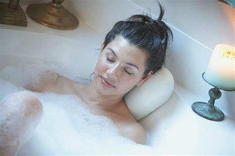 how to take a bath without getting skin popsugar