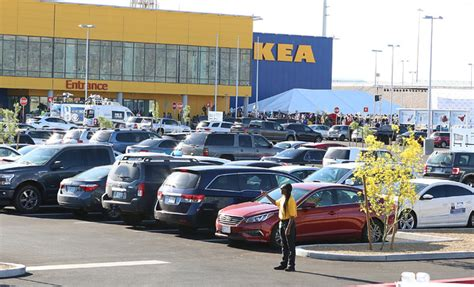 ikea parking lot crowds swarm new ikea store in las vegas on opening day