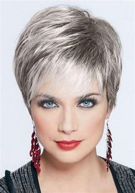 short hair styles over 50 receding hairline women capelli over 50 come portarli e curarli