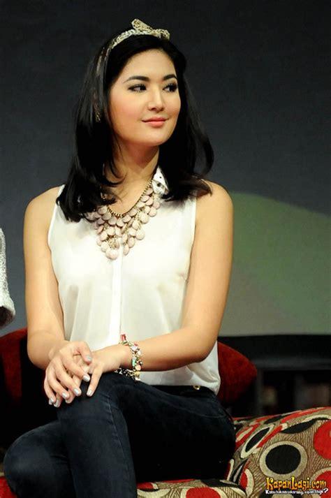 Baju Transparan Selena Transparan Wallpaper