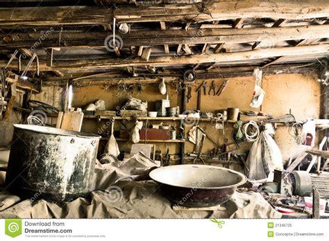 werkstatt alt sehr alte werkstatt stockbild bild raum werkstatt