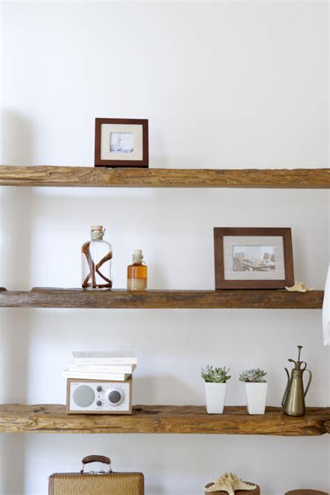 mensole in legno fai da te 5 idee per mensole originali fai da te unadonna
