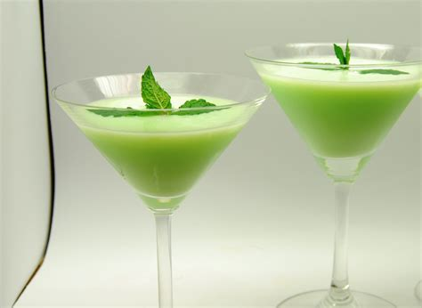 grasshopper cocktail 10 drinks better than green beer