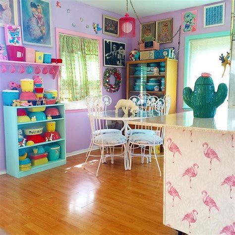 list of synonyms and antonyms of the word kitschy decor