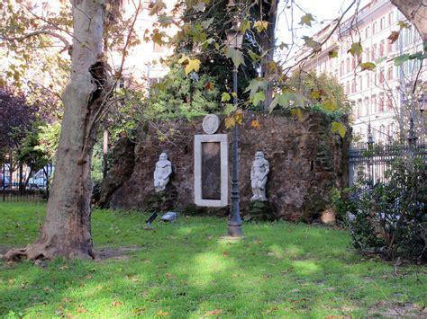 porta magica piazza vittorio roma esoterica la porta alchemica di piazza vittorio