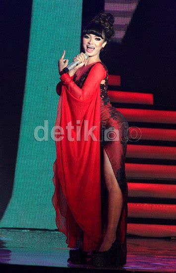 detik forum ayu ting ting gaun merah menggoda zaskia quot gotik quot ayu ting ting 4