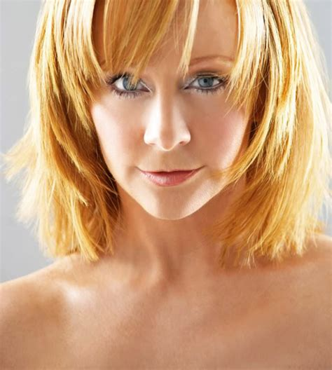 who cuts rebas hair picture of reba mcentire i like the layers in front if