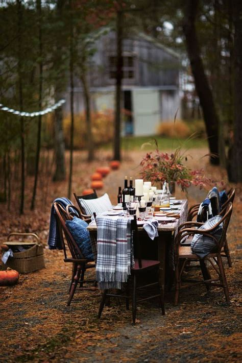 Backyard Dinner by 20 Traditional Thanksgiving Centerpieces And Tablescapes