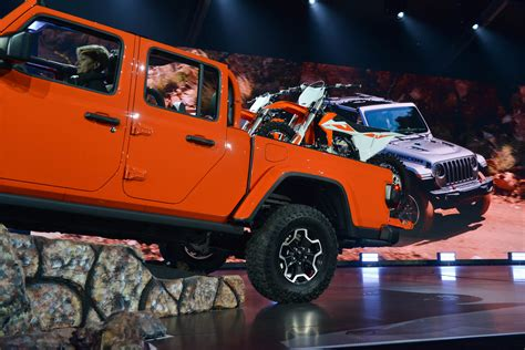 Jeep New 2020 by 2020 Jeep Gladiator Debuts The Roader S Truck
