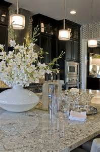 Light Granite With White Cabinets Check Out Those Cabinets Modelhome The