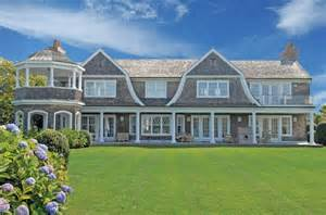 Gambrel Style Homes by Gambrel Rooflines Shingle Style Feels Just Like Home