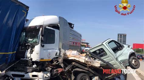 web autostrada a1 grosso incidente in autostrada
