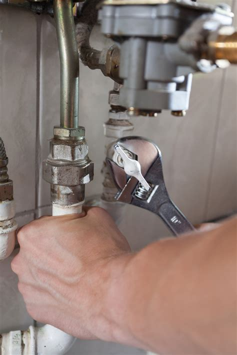 Elmwood Plumbing by Licensed Plumbers Explain What To Do When There S A Leak