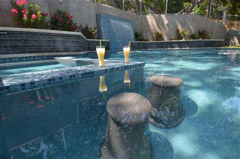Guide to pool chairs and pool seating liquidseat