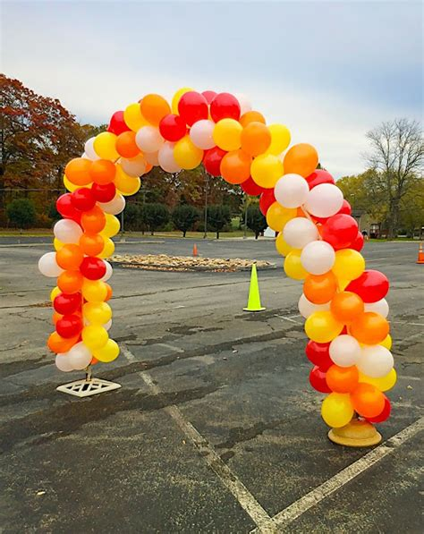 Fall Decorations For Outside The Home 10 Frugal Yet Creative Party Ideas Using Balloons