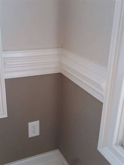 tone wall  white contrasting chair rail