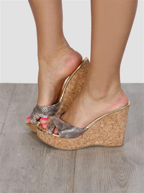 Wedges Wanita Wedges Perempuan 38 jimmy choo pandora metallic gold leather cork wedge sandals 38 5 luxury bags