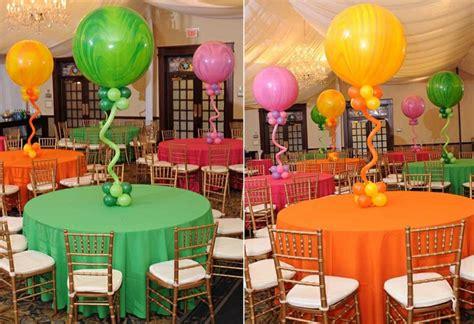 decorar con globos centros de mesa con globos para decorar en fiestas