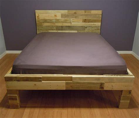 pallette bed diy pallet bed 101 pallets