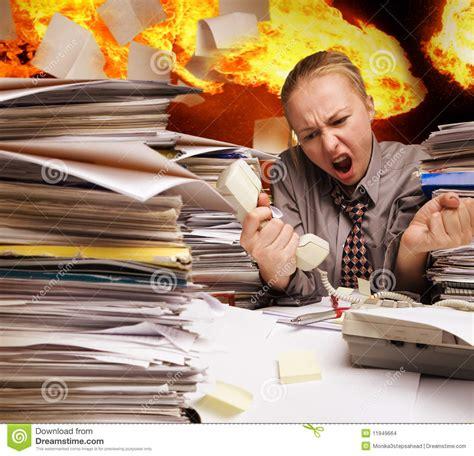 bureau d 騁ude incendie bureau sur les feuilles de papier d incendie et de vol