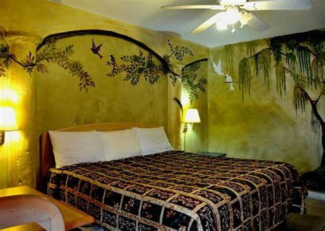 Tiki Hut Motel Beautiful King Bed And Nonsmoking Room Picture Of Tiki
