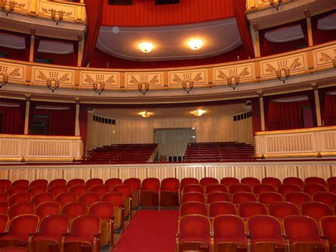 the standing room file wien staatsoper auditorium and standing room area jpg wikimedia commons