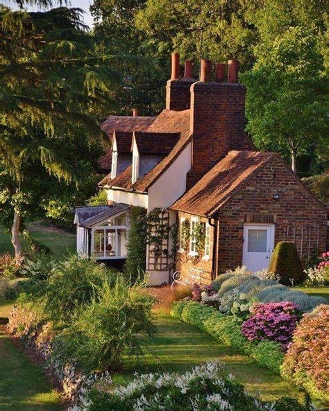 cottage inglesi oltre 25 fantastiche idee su cottage inglesi su