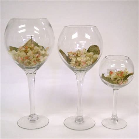 wine glass shaped vases wedding centerpiece ideas