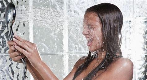 sesso nella doccia fare pip 236 nella doccia migliora la vita sessuale ecco
