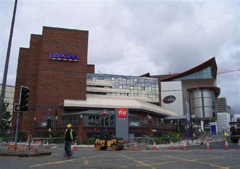 park inn city centre 吹き抜けのロビー picture of park inn by radisson cardiff city