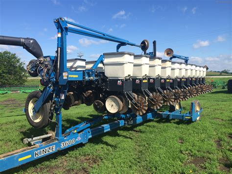 Kinze Planter by 2006 Kinze 3600 Planting Seeding Planters Deere