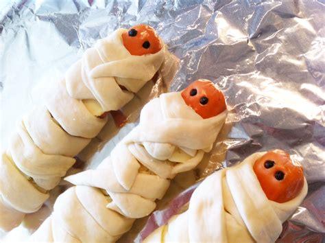 mummy dogs get your scary on mummy dogs thebigfatnoodle