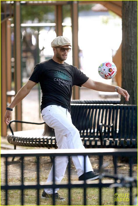 Gisele Bundchen Plays With Balls In by Gisele Bundchen Tom Brady Showcase Their Soccer Skills