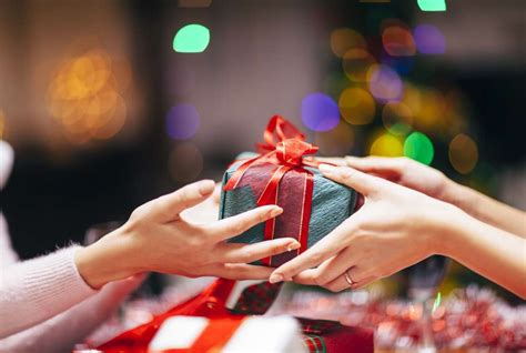 what s the difference between a gift and a present