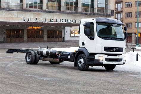 volvo diesel trucks volvo trucks testing methane gas on diesel engines
