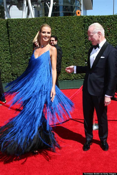 Heidi Klums Emmys Post War Injuries by Heidi Klum Tr 228 Gt Aufw 228 Ndiges Fransen Kleid Bei Den